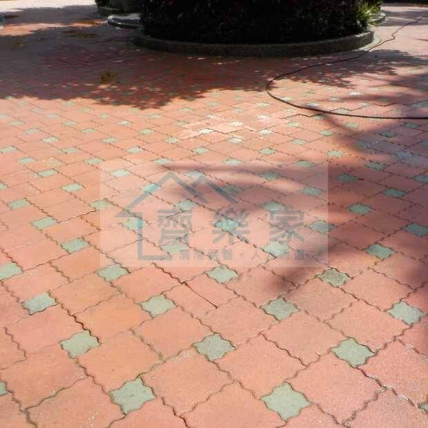 社區公園透水磚高壓沖洗清洗過後